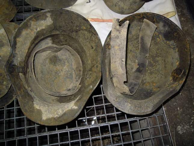found-wwi-helmets-05