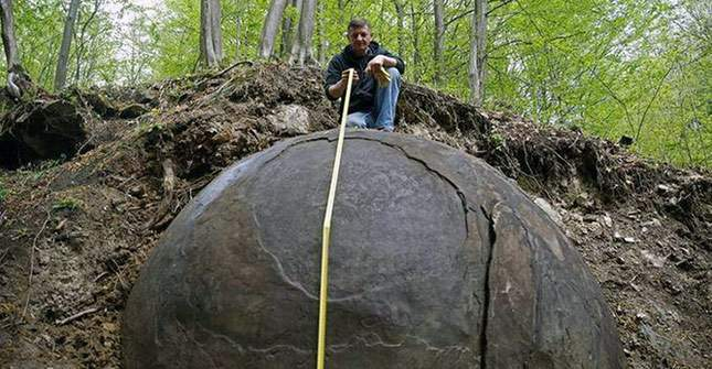giant-sphere-amazing-finds-01