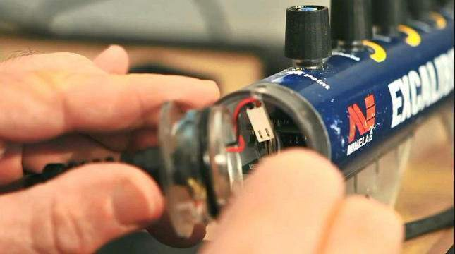 opening-the-minelab-excalibur-whats-inside-the-machine-04