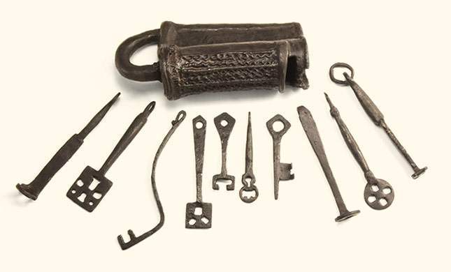 Viking Age lock and keys. Marvelous iron finds