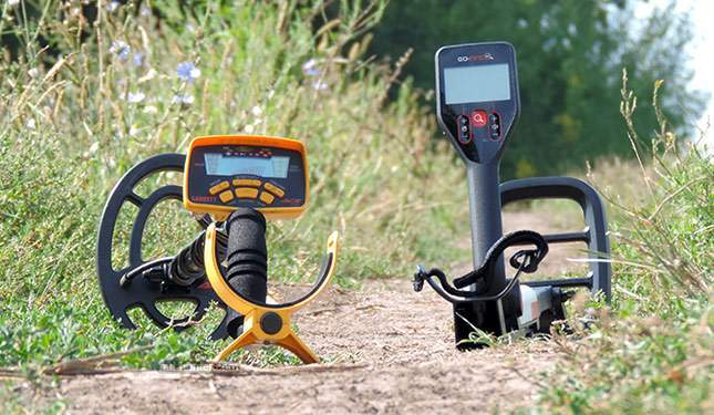 minelab-go-find-20-vs-garrett-ace-250-01