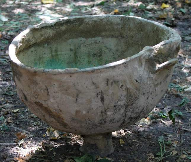 a-find-bronze-cauldron-dated-to-the-years-bce-06