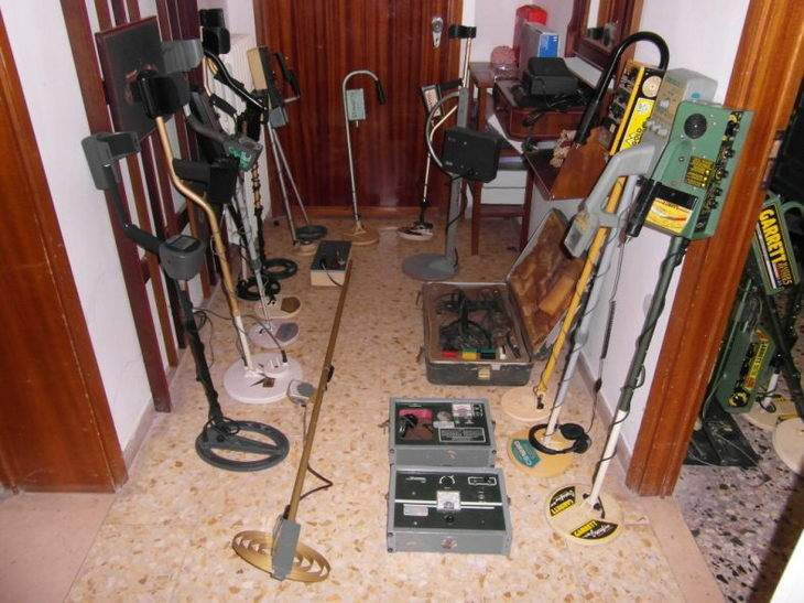 a-collector-of-old-detectors