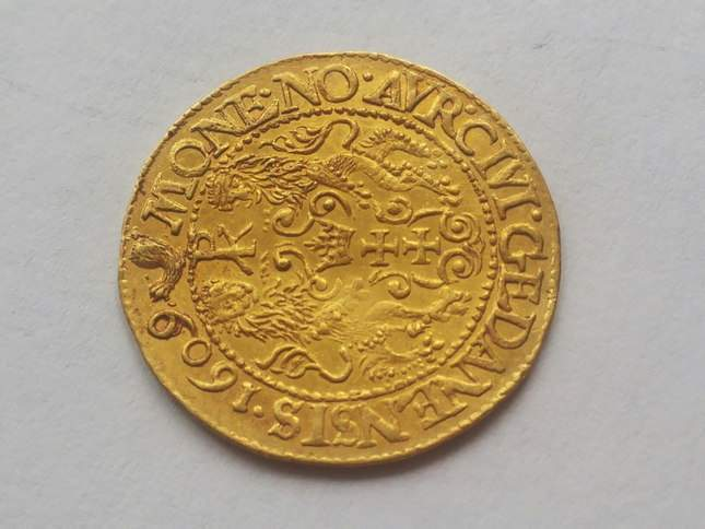 gold-ducat-1609-ordinary-diggers-amazing-find-6