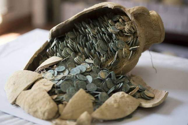roman-hoard-found-600-kg-of-coins-04