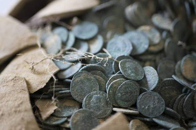 roman-hoard-found-600-kg-of-coins-05