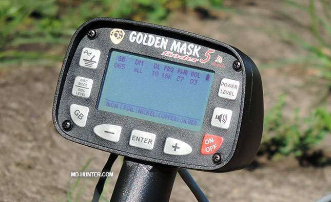 golden-mask-5-metal-detector-at-first-sight-11