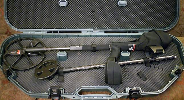 hard-case-for-metal-detector-02