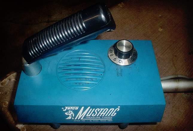 old-metal-detectors-04
