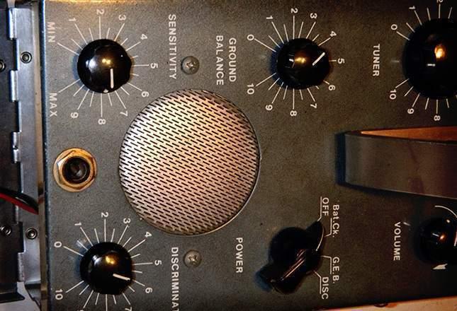 old-metal-detectors-15