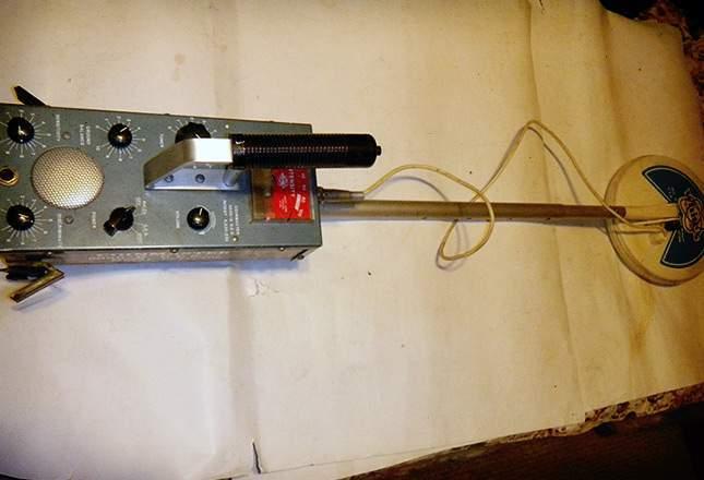 old-metal-detectors-16