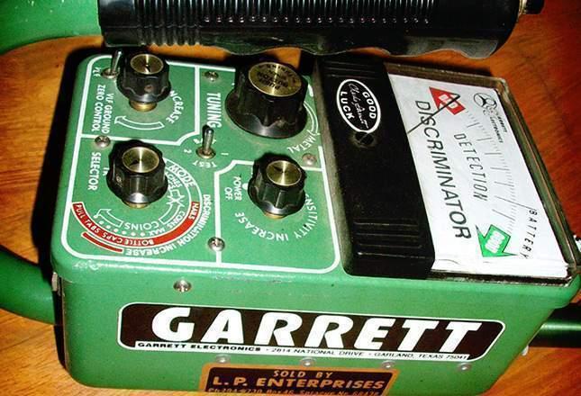 old-metal-detectors-20