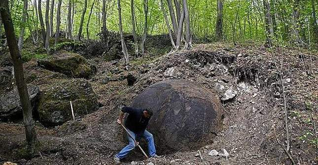 giant-sphere-amazing-finds-03