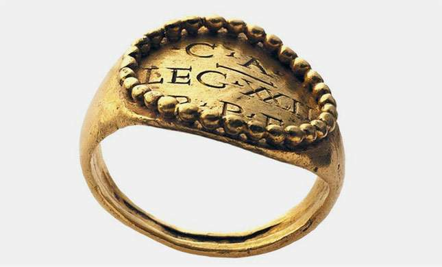 roman-and-byzantine-gold-signet-rings-super-finds-02