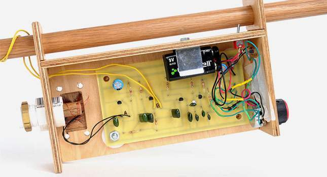 a-wooden-metal-detector-02