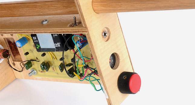 a-wooden-metal-detector-04