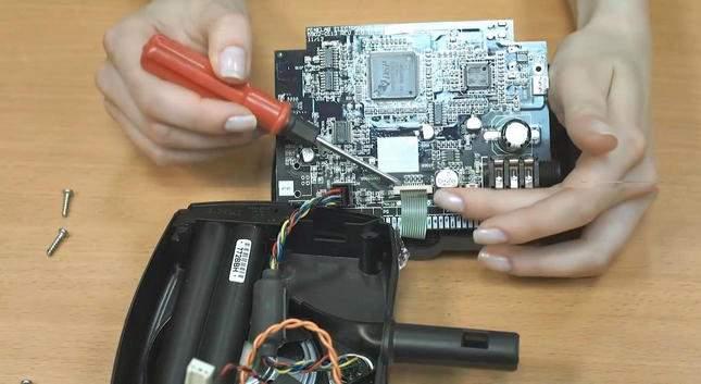 opening-repairing-the-minelab-x-terra-305-03