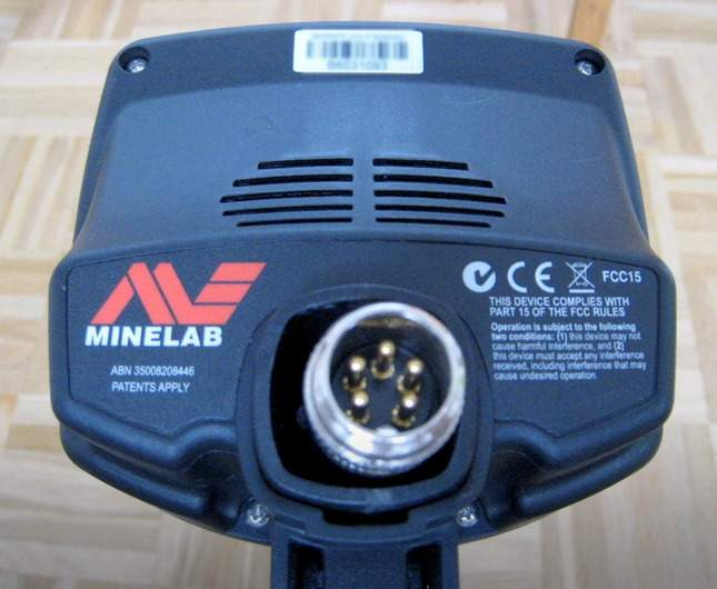 opening-the-minelab-e-trac-photo-report-whats-inside-03