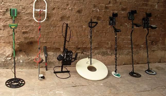 zoo-of-metal-detectors-one-photo-01