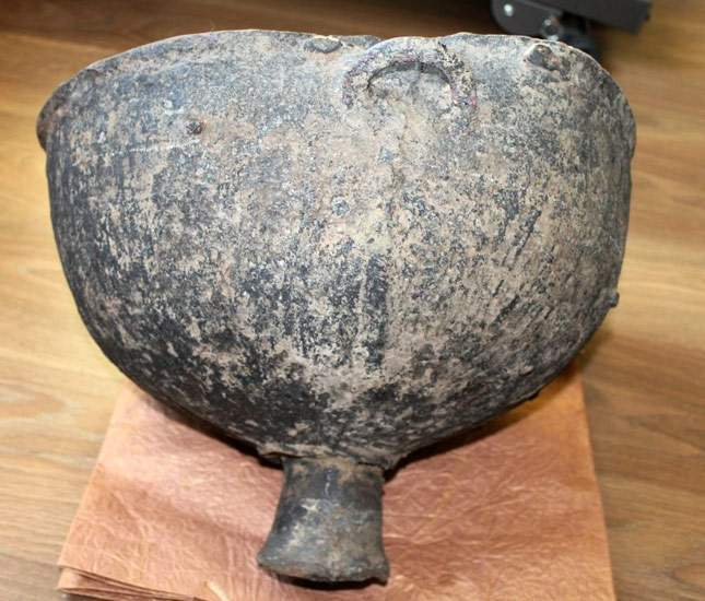 a-find-bronze-cauldron-dated-to-the-years-bce-08