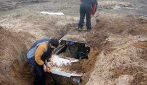 A car… found with metal detector! Photos