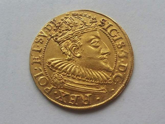 gold-ducat-1609-ordinary-diggers-amazing-find-2