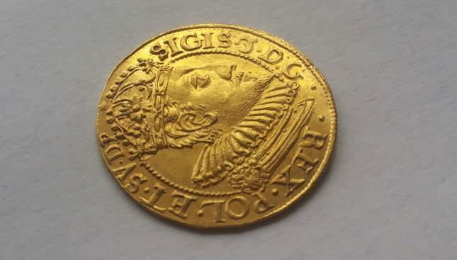 gold-ducat-1609-ordinary-diggers-amazing-find-3