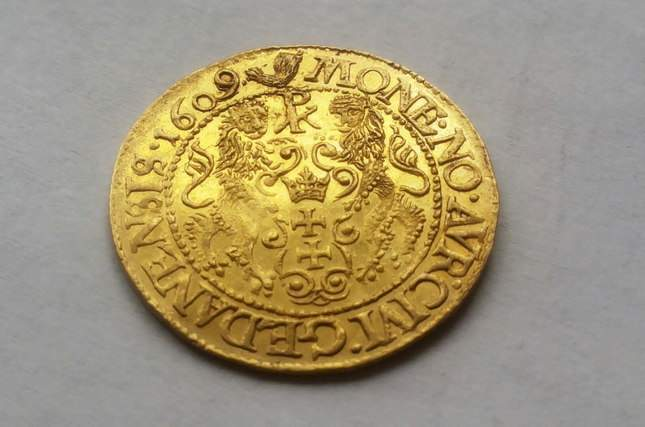 gold-ducat-1609-ordinary-diggers-amazing-find-4