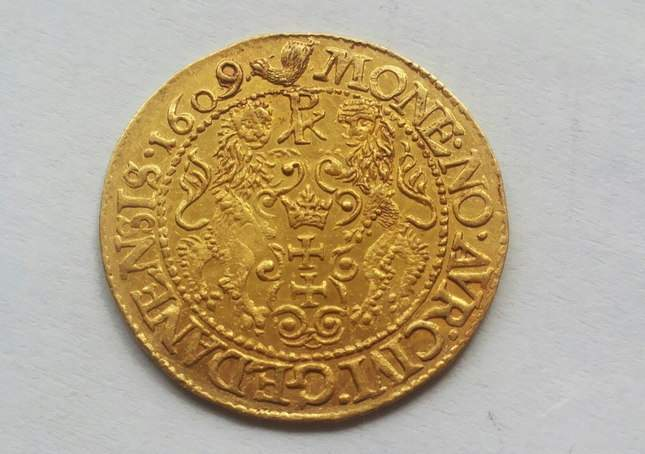 gold-ducat-1609-ordinary-diggers-amazing-find-5
