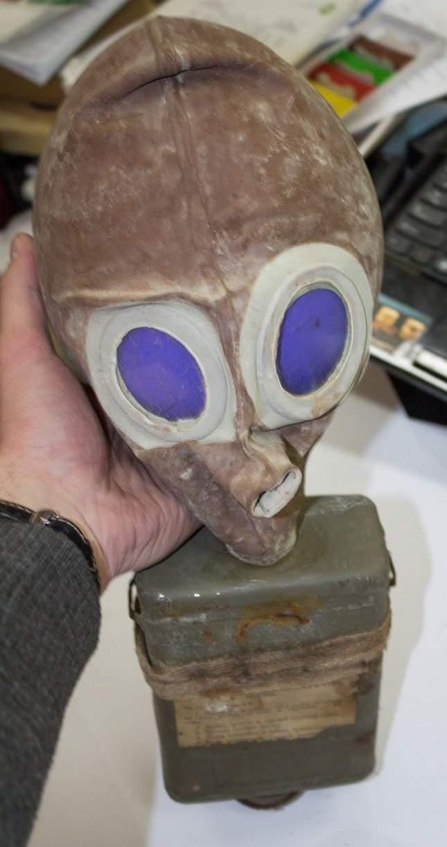 prince-avalov-gas-mask-unusual-finds-16