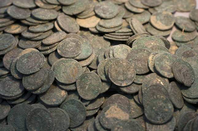 roman-hoard-found-600-kg-of-coins-08