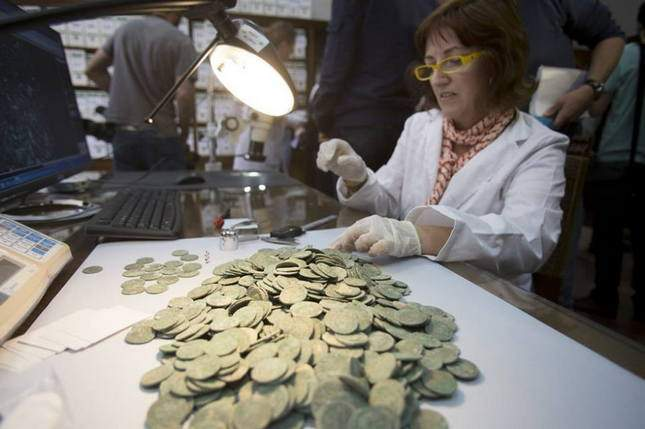 roman-hoard-found-600-kg-of-coins-09