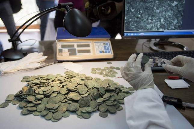 roman-hoard-found-600-kg-of-coins-10