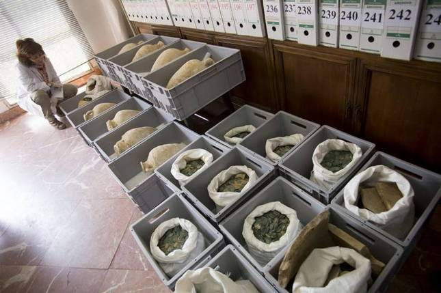 roman-hoard-found-600-kg-of-coins-12